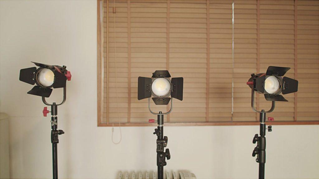 並べてみた。猛烈に明るく割と静かな照明「Boltzen 55w Fresnel Focusable LED」。