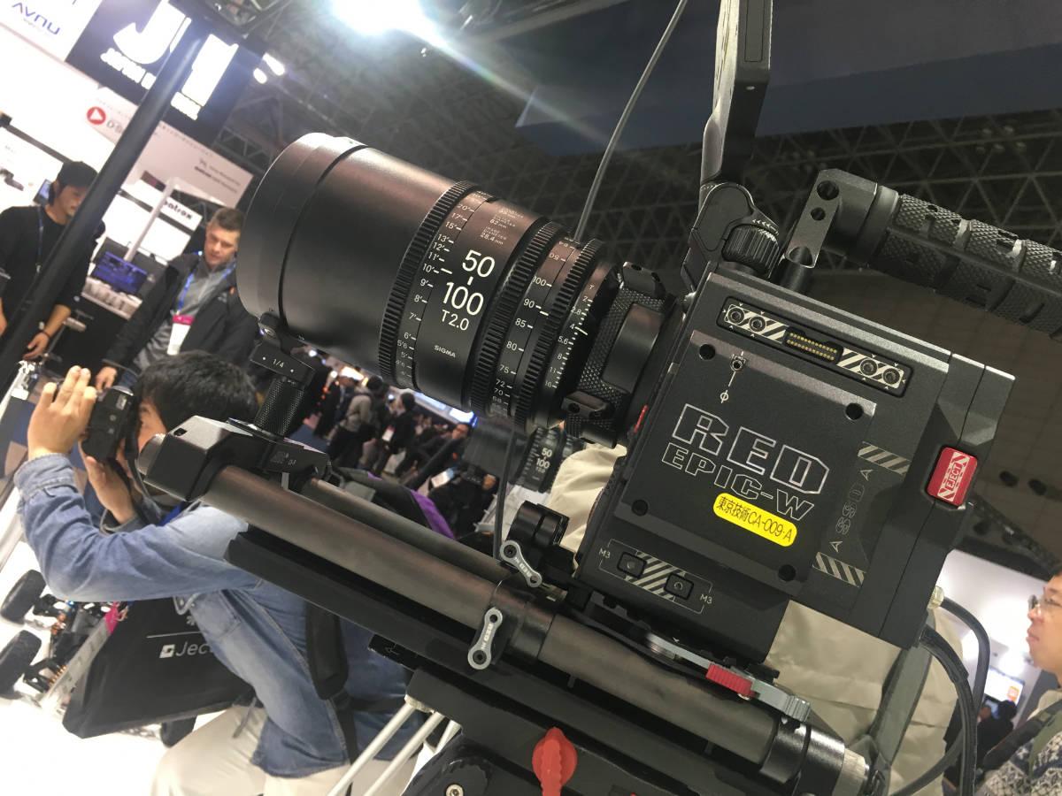 やっぱりREDのカメラはカッコイイ。写真は西華デジタルイメージのものではない、念のため。