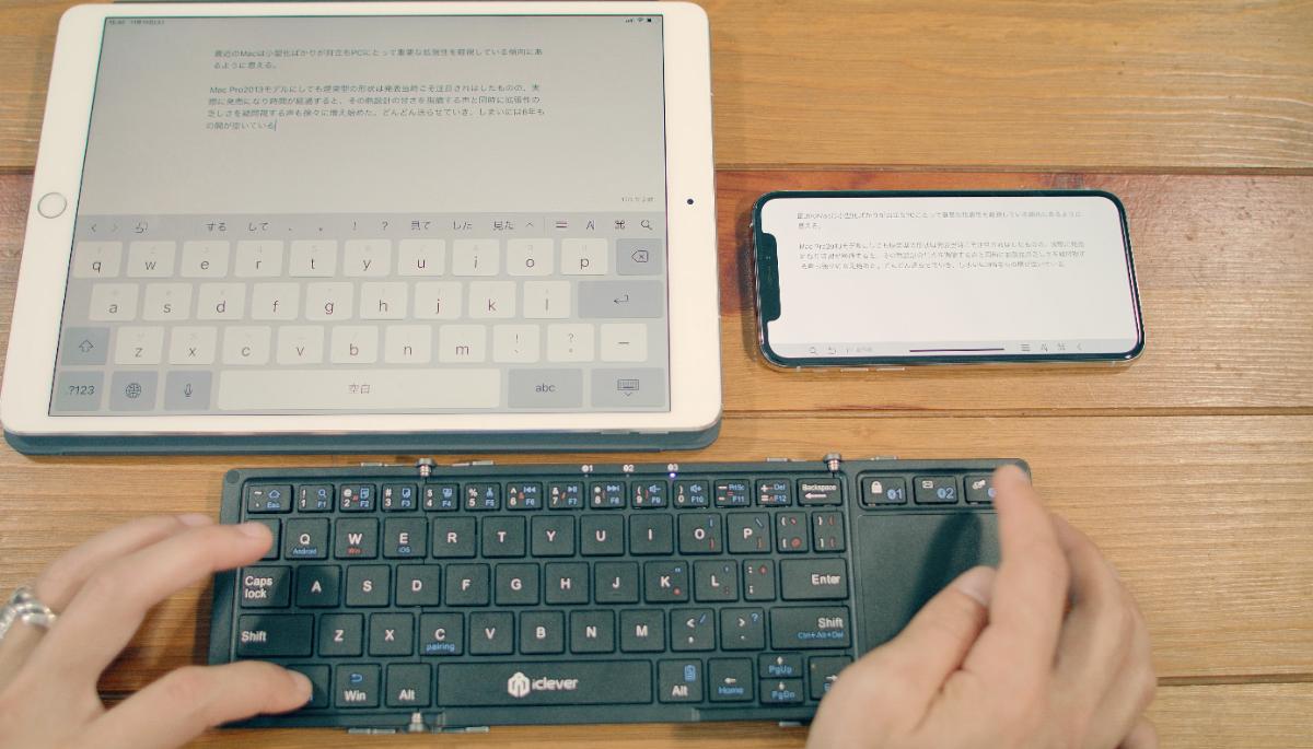 iPad ProとiPhoneを並べてのペアリングチェック。切り替え速度は速くストレスになるようなことはない。