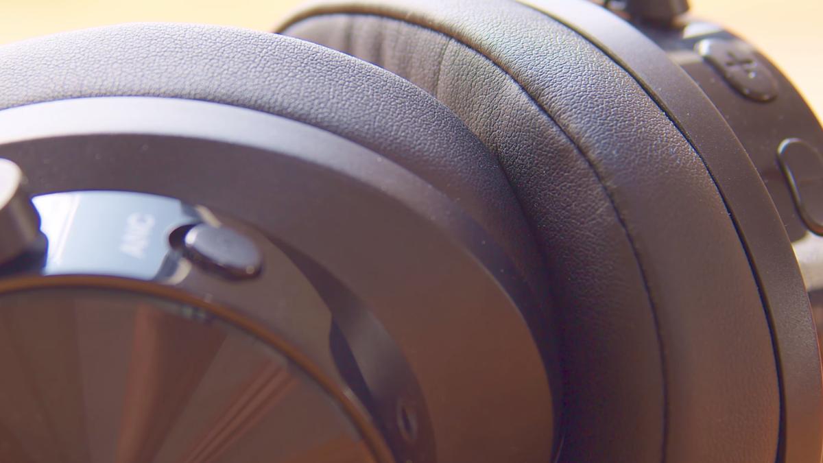 MixcderさんのワイヤレスヘッドホンであるE9。付け心地・安定性・音質、どれをとっても高得点な優れもの。