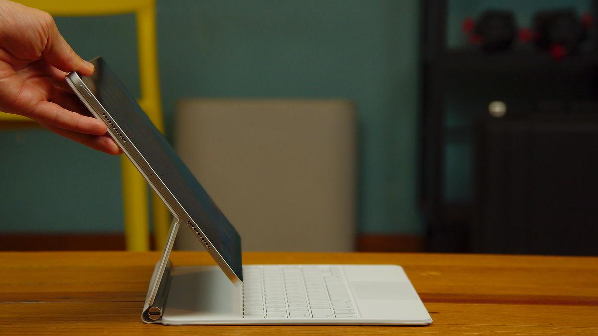 問題の多い「Magic Keyboard」。よくよく考えてみるとiPad Proに対しての不満点の大部分はこのキーボードを起点としているかもしれない。